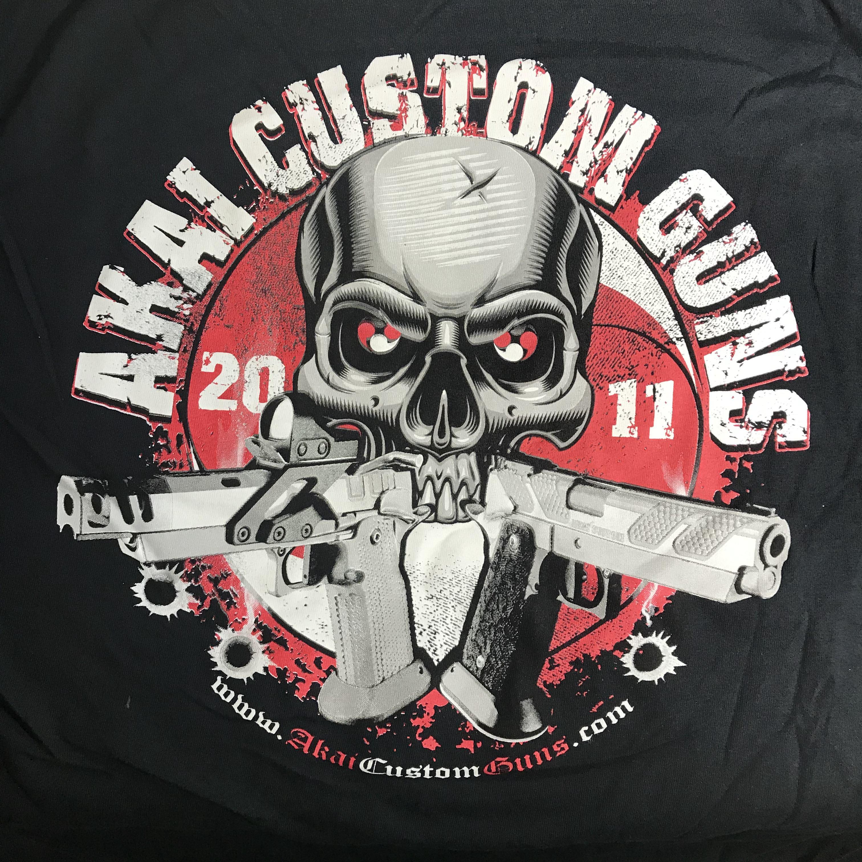 AKAI - T-SHIRT - SKULL & CROSSED GUNS